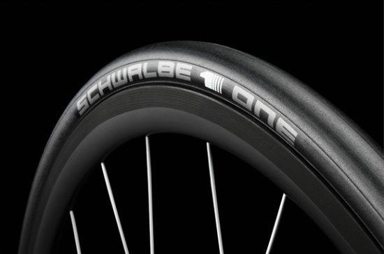 "Schwalbe One 28"" (700x23C) - černá"