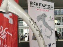KICKBIKE je spojován nejen se skvělými lidmi a závodníky, ale je to značka, která se snaží podporovat zajímavé koloběžkové expedice a zajímavé projekty. V Brně to bylo KICK ITALY 2017 a pokus o zdolání Giro d'Italia na koloběžce